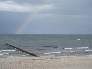 Regenbogen am Strand von Zingst